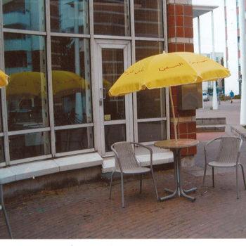 Teoksen nimi: Keltaiset päivänvarjot