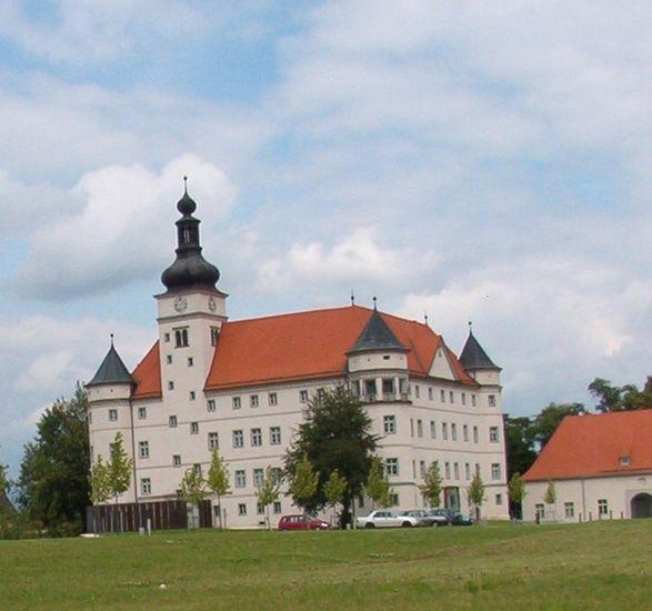 Itävallan näyttelypaikka v. 2005 Hartheim linna