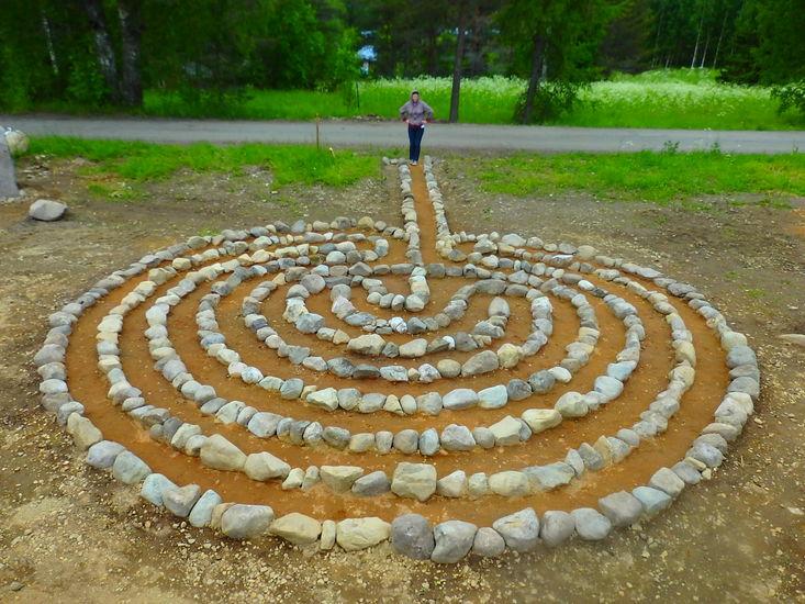 Kukkivalla KiviPellolla Vladimir Zorinin Labyrintti(arkeologinen löytö) 2016