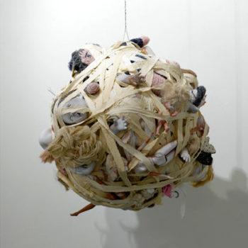 Teoksen nimi: Katharsis, esinekooste, koko läpimitta 68cm, 2008