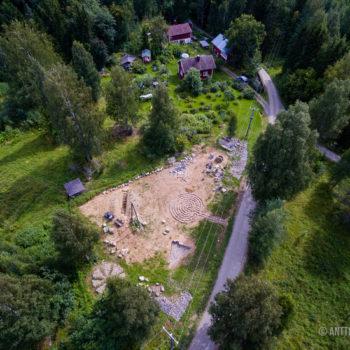 Teoksen nimi: Kukkiva KiviPelto, työskentelyä kesällä 2016