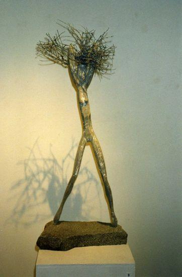 Tuulenpesä, 2002, puuveistos, korkeus 90 cm