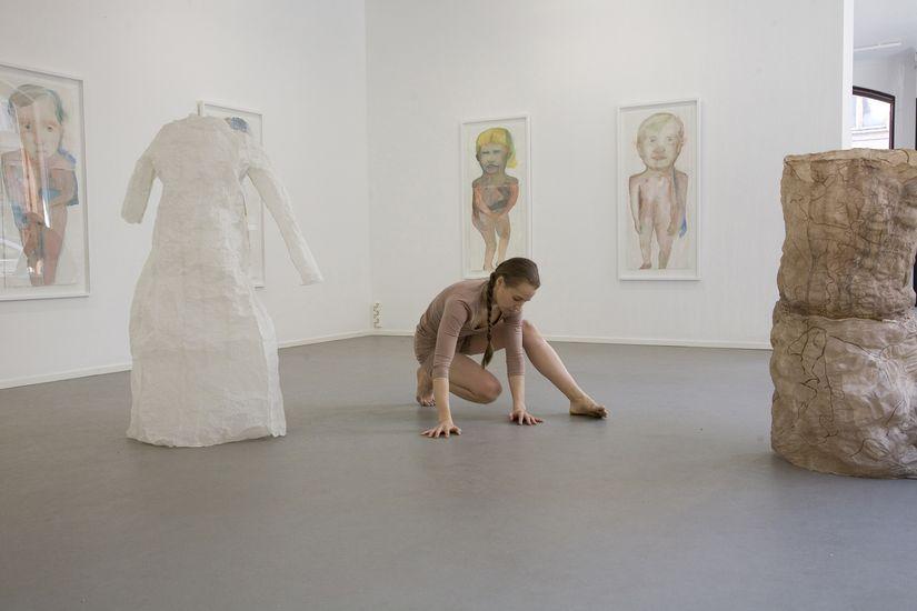 Siirtymiä Yksityisnäyttely Galleria G 2009 Peformanssi Ronja Verkasalo