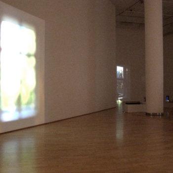 Teoksen nimi: Toinen asunto / Ikkunat -videoinstallaatio 2011, tm-galleria Helsinki