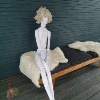 Teoksen nimi: Mollamaija, 2013, puuveistos, korkeus 200 cm