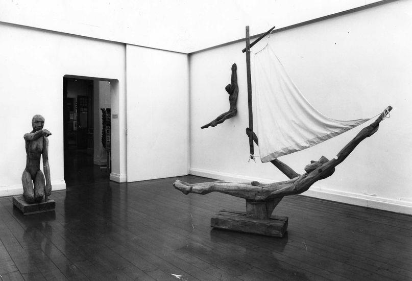Hirsiveistoksia Turun taidemuseon näyttelyssä, 1984