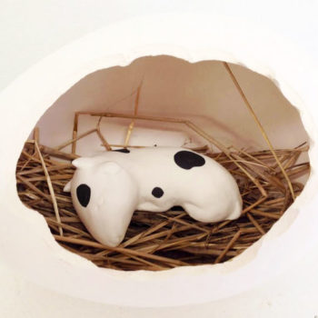 Teoksen nimi: Sleeping baby cow in an egg