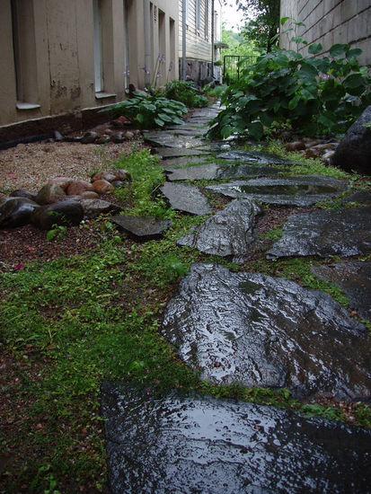 KILPIKONNAPOLKU, ympäristötaideteos rakennetussa ympäristössä, Turku, 2002