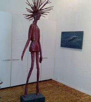 Teoksen nimi: Jöröjukka, 2012, puuveistos, korkeus 300 cm