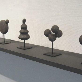 Teoksen nimi: Mustat pienoisveistokset, Black miniatures