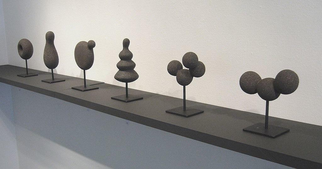 Mustat pienoisveistokset, Black miniatures