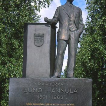 Teoksen nimi: Maaherra Uuno Hannulan patsas