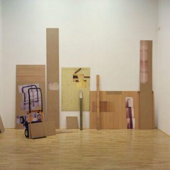 Teoksen nimi: TYÖMAA   puulevyt, mustesuihkutuloste (2006)