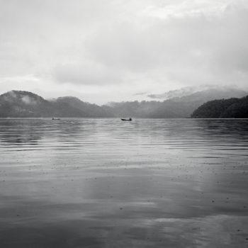 Teoksen nimi: Kalastajat järvellä – Fishermen at the Lake