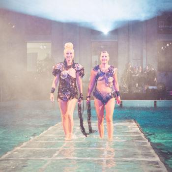 "Teoksen nimi: ""Monokini 2.o Charity Catwalk Show"", Yrjönkadun uimahalli 2015"