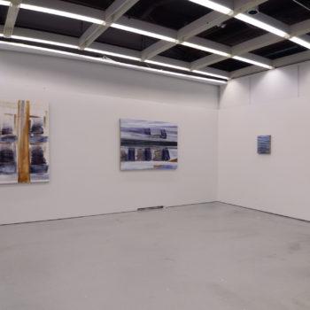 Teoksen nimi: Ripustuskuvia Pysähtyneitä välähdyksiä-näyttelystä Galleria Aarni 31.10. – 24.11.2018