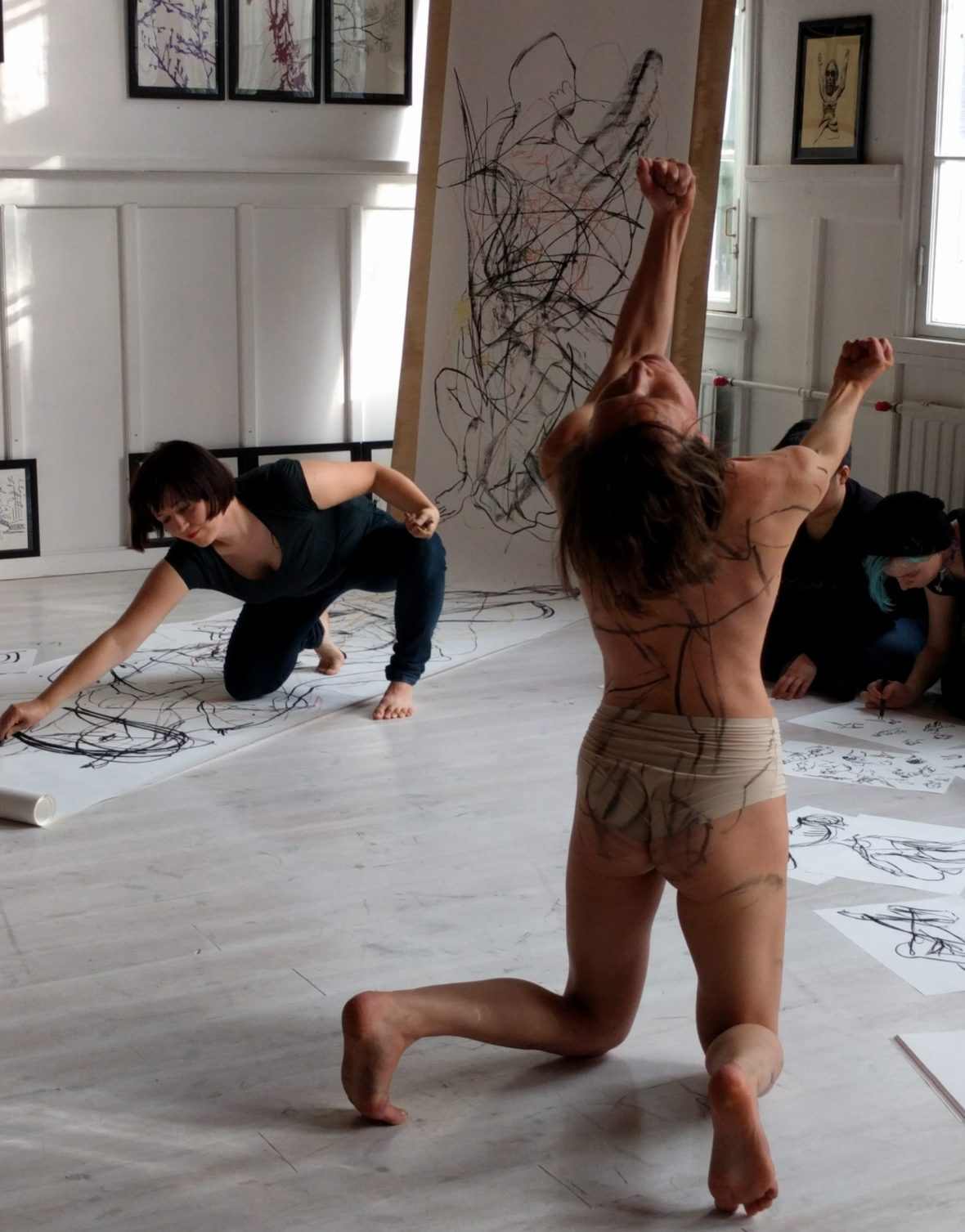 Life drawing meets contemporary dance- live drawing performance