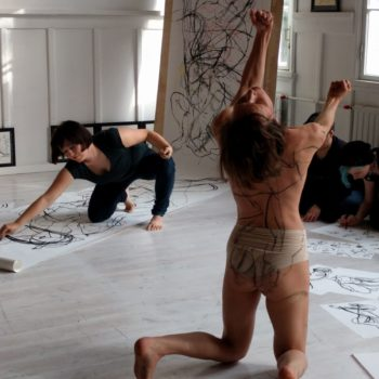 Teoksen nimi: Life drawing meets contemporary dance- live drawing performance