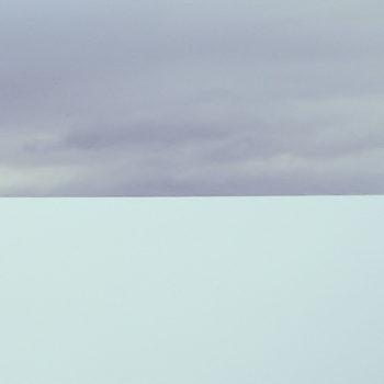 "Teoksen nimi: Horizons series – water and air – ""Isabella 6137 km"""
