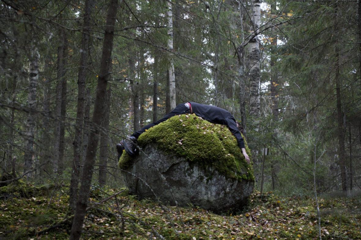 Embracing the Stone / interventio