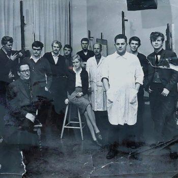 Teoksen nimi: Classmates and teacher Sam Vanni, 1962. Vatka 4th from the left.