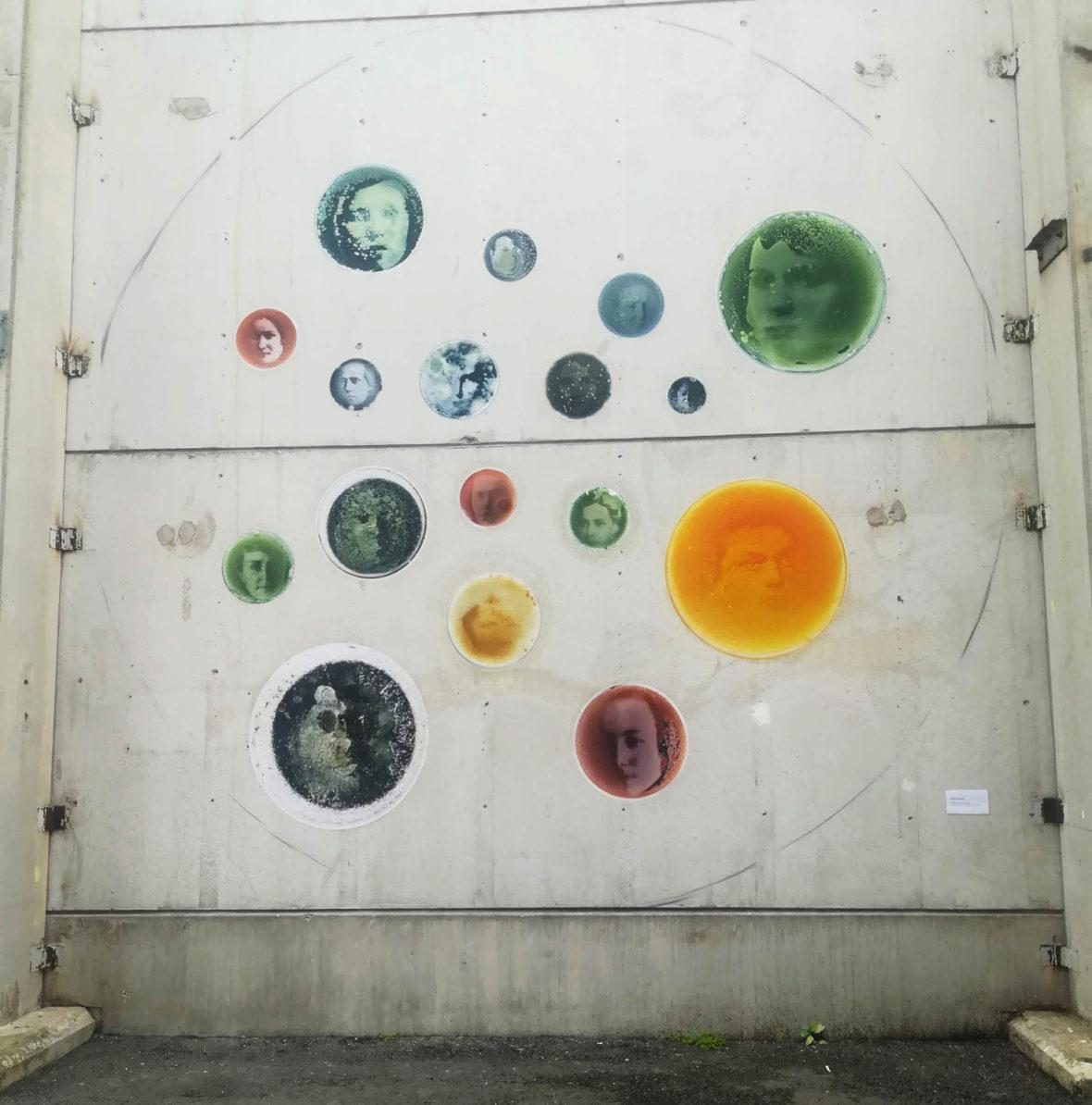 Kokeellisen taiteen seinä / Experimental Wall Art