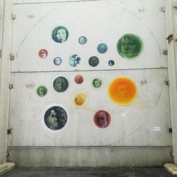 Teoksen nimi: Kokeellisen taiteen seinä / Experimental Wall Art